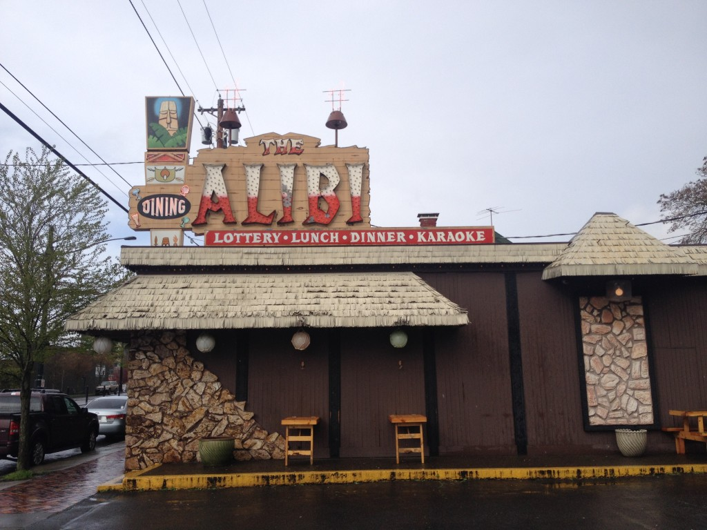 Alibi sign during day