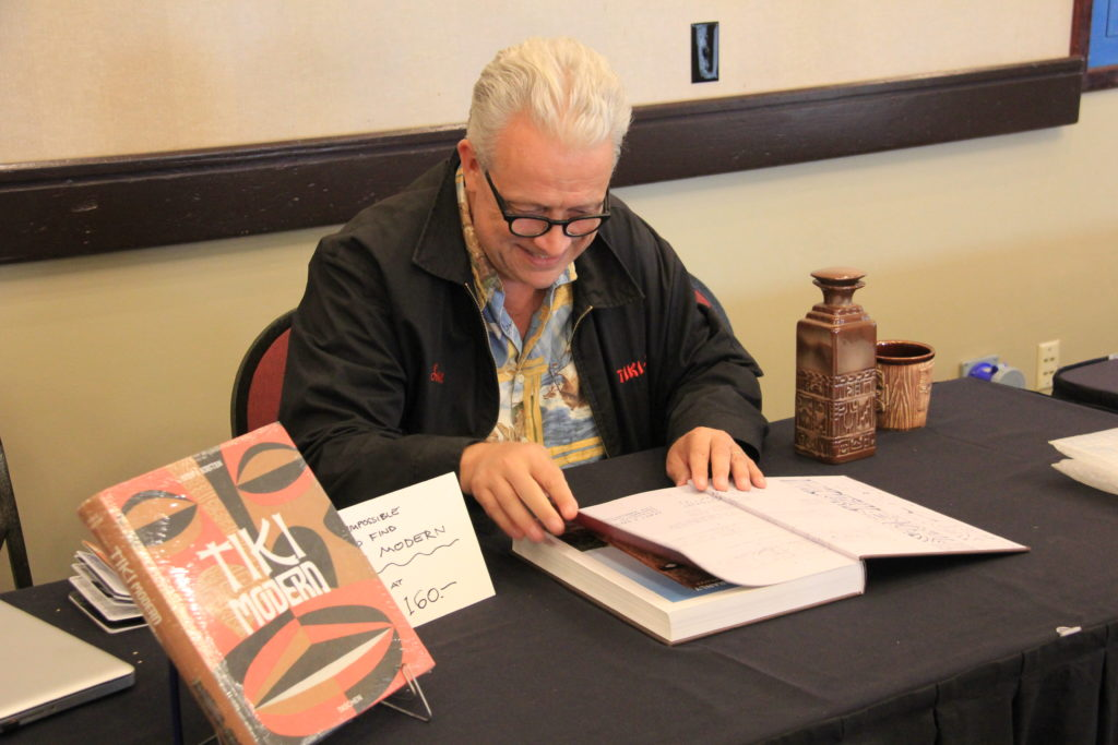 Sven Kirsten signing books at Tiki Kon 2017