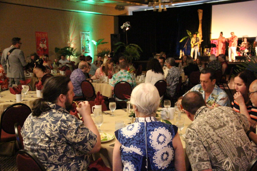 Lushy playing the Tiki Kon Banquet